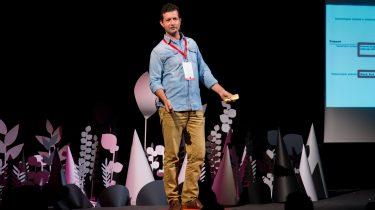 За дигитализацията на образованието: интервю с Александър Ангелов